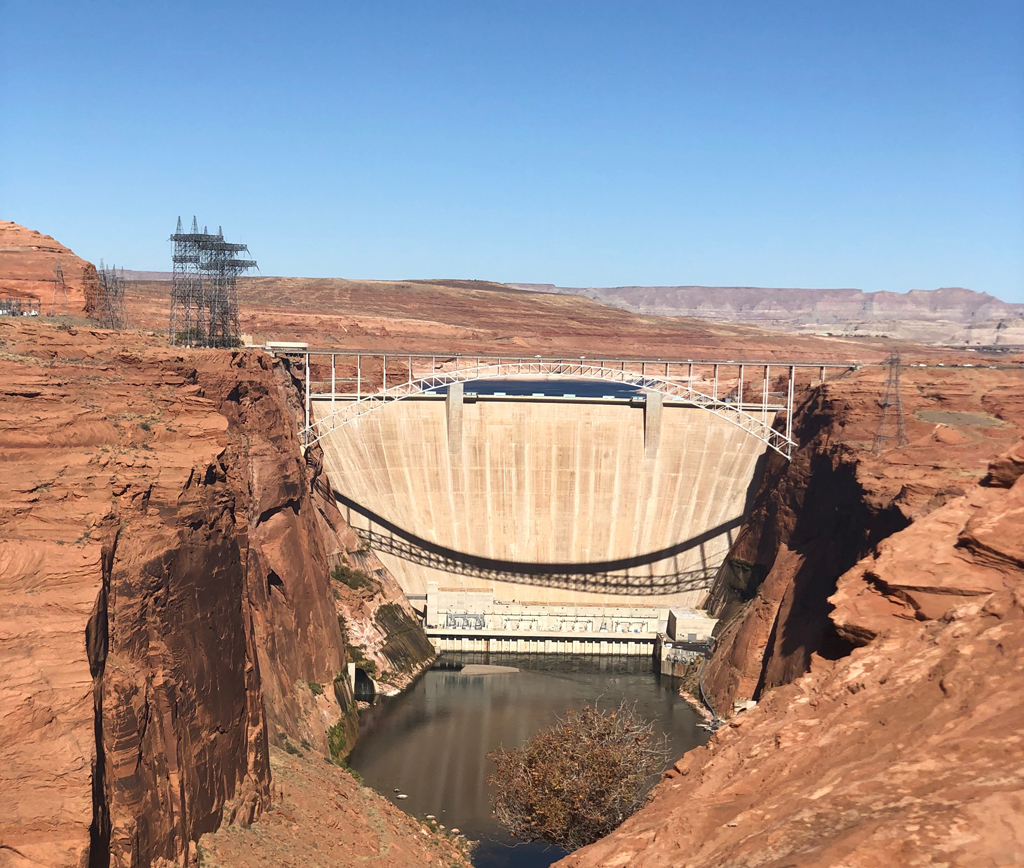 Picture of Glen Canyon Dam.